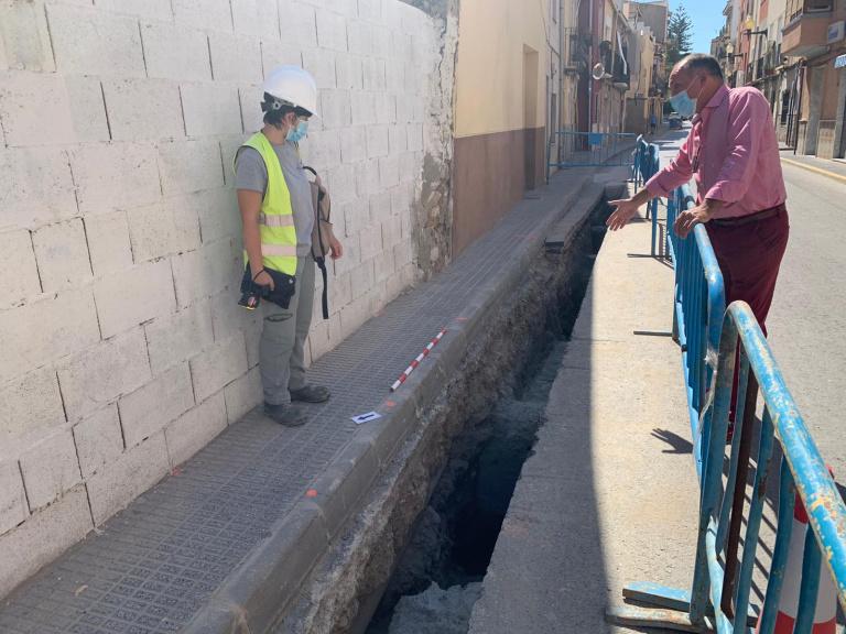 El Ayuntamiento de Orihuela halla nuevos restos de estructuras medievales entre las que se encuentra parte del lienzo de la muralla islámica